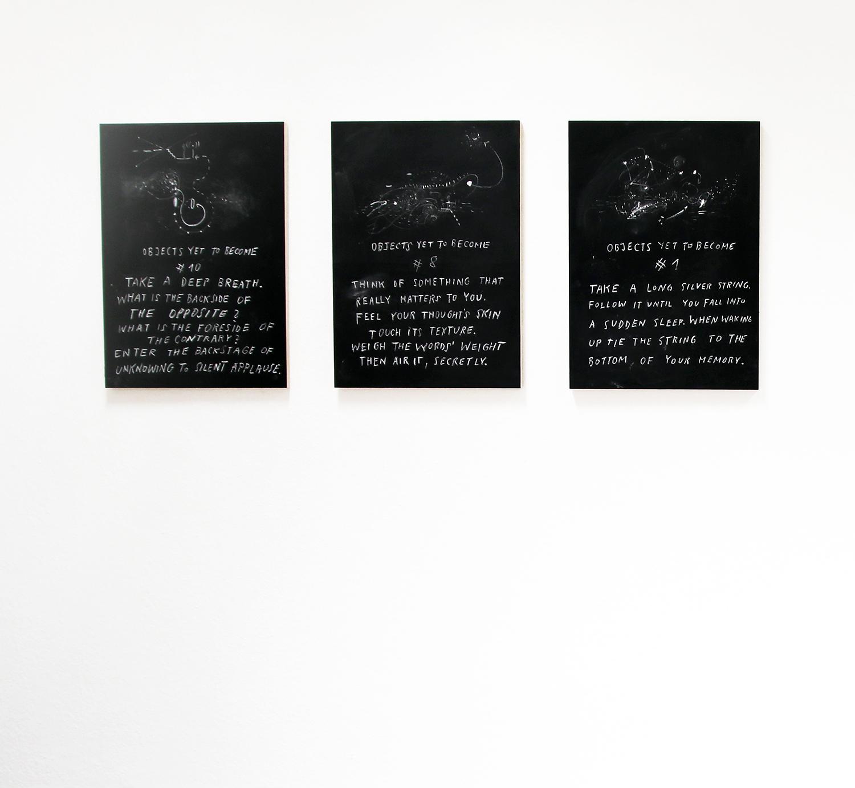 Kreidezeichnung auf Tafellack, rückseitig signiert, 50 × 70 cm, 2016, 3 Werke aus fortlaufender Serie