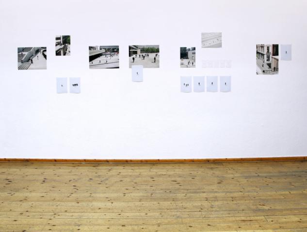 Mixed Media Installation, digitale Fotografien, Zeichnungen, unterschiedliche Formate, 2015–2016